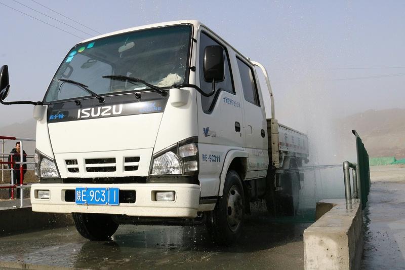 大型工程车冲洗设备